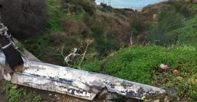 Κατεστραμμένο στηθαίο της... πλάκας και από κάτω γκρεμός στα Χανιά (φωτο)