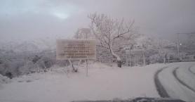 Φωτογραφίες που προκαλούν δέος αλλά και... γέλιο από την χιονισμένη Κρήτη