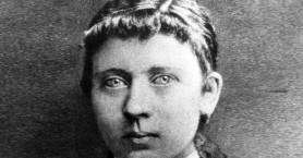 Η μητέρα του κακού, Κλάρα Χίτλερ