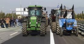 Στα μπλόκα παραμένουν οι αγρότες, ποιοι δρόμοι κλείνουν