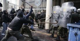 Αποχωρούν οι αγρότες της Κρήτης από την πλατεία Βάθη