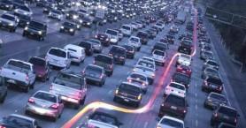 'Έχουν δικαίωμα οι μοτοσικλετιστές να περνούν ανάμεσα από τα αυτοκίνητα;