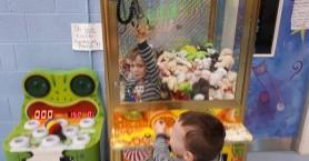 Αγοράκι 3 ετών εγκλωβίστηκε σε παιχνίδι με λούτρινα και δαγκάνα