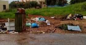 Αν δεν μένεις στο κέντρο των Χανίων θα σε πνίξουν τα σκουπίδια