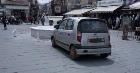 Τώρα παρκάρουν και μπροστά στο συντριβάνι στο λιμάνι Χανίων;;!! (φωτο)