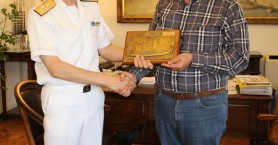 Εθιμοτυπική επίσκεψη νέου Διοικητή Ναυστάθμου Κρήτης στον Τάσο Βάμβουκα