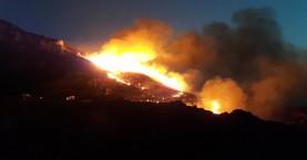 Μεγάλη πυρκαγιά στο Σφηνάρι Κισάμου (φωτο - βίντεο)