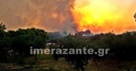 Έτοιμοι να εκκενώσουν χωριό στη Ζάκυνθο - Στις αυλές των σπιτιών η φωτιά