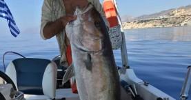 Κρητικός έπιασε μαγιάτικο 30 κιλών με καλάμι (βίντεο - φωτο)