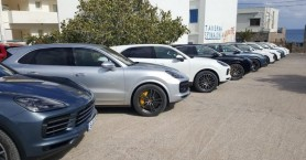 Θαυμάσαμε τις νέες Porsche Cayenne στην Πλάκα Ελούντας