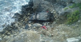 Αυτοκίνητο έπεσε σε γκρεμό στην Κίσαμο (φωτο)