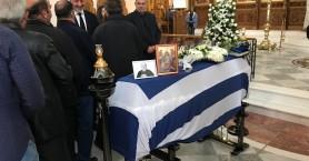 Θλίψη στην κηδεία του μεγάλου Χανιώτη αγωνιστή (φωτό)