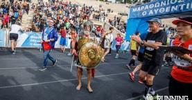 Κρητικός έτρεξε ξυπόλητος και με πανοπλία στον Μαραθώνιο (φωτο)