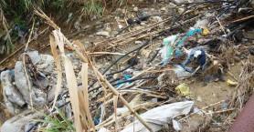 Μπαζωμένο ρέμα στην Αγία Μαρίνα ανησυχεί τους κατοίκους (φωτο)