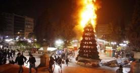 Ισπανία: Ευχήθηκαν «Καλά Χριστούγεννα» με το φλεγόμενο δέντρο της Αθήνας