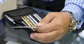Βρήκε χαμένη τραπεζική κάρτα και άρχισε τις αγορές!