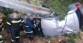 Γυναίκα εγκλωβίστηκε στο αυτοκίνητό της μετά από τροχαίο (φωτο)