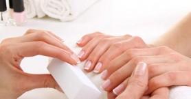 Gel manicure: Καταστρέφει ή όχι τελικά τα νύχια μας;
