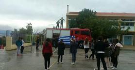 Χανιώτες πυροσβέστες αποκατέστησαν φθαρμένη σημαία σε σχολείο!