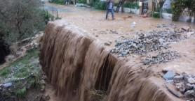 Καταρρακτώδεις βροχές στα Σφακιά - Πλημμύρισαν σπίτια - Έκλεισαν δρόμοι