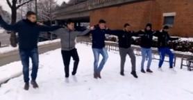 Χανιώτες χόρεψαν πεντοζάλι πάνω στο χιόνι στη Γερμανία! (βίντεο)