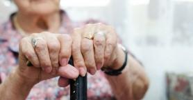 Η αποστομωτική απάντηση ηλικιωμένης σε επίδοξους απατεώνες