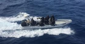Το «ρεσάλτο» βατραχανθρώπων στο σκάφος με τον 1,5 τόνο