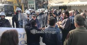 Χανιά: Με πανό διαμαρτυρίας και αστυνομική παρουσία υποδέχτηκαν τη Fraport