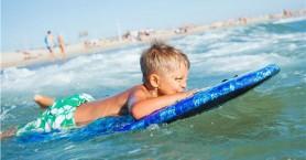 Πόσο επικίνδυνο είναι το μπάνιο στη θάλασσα μετά το φαγητό για τα παιδιά;