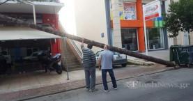 Απίστευτο! Στύλος ηλεκτρικού έπεσε πάνω σε διαμέρισμα στα Χανιά (φωτο)