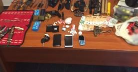 Μεγάλη ποσότητα κοκαίνης και οπλισμός στα σπίτια δύο νεαρών (φωτο)