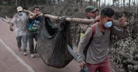 Η Γουατεμάλα κηδεύει τους νεκρούς της