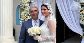 Παντρεύτηκε ο Σίμος Κεδίκογλου την Κρητικιά καλλονή (φωτο)