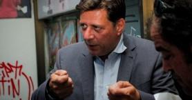 Επίθεση στο γραφείο του Βαρβιτσιώτη: Διοικητική έρευνα για τον αστυνομικό