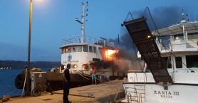 Στις φλόγες σκάφος στην ιχθυόσκαλα της Σούδας (φωτο+βιντεο)