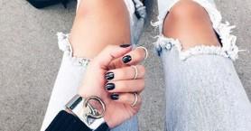Πείτε ναι στο black manicure και το καλοκαίρι!