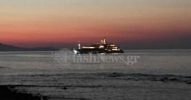 Χλιδή... Ένα από τα πιο πολυτελή γιοτ έδεσε έξω από το λιμάνι Χανίων