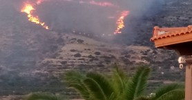Μεγάλη φωτιά ξέσπασε στα Φαλάσαρνα (φωτο)