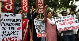 Ινδία: θανατική ποινή σε τρεις για τον άγριο ομαδικό βιασμό μιας φοιτήτριας
