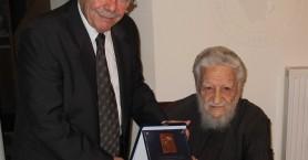 Αποχαιρετισμός στον πατέρα Σταύρο Καρπαθιωτάκη