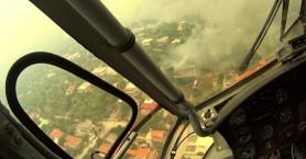 Συγκλονιστικές εικόνες από πιλότο την ώρα που έσβηνε τη φωτιά στην Κινέτα