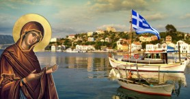 Η Ελλάδα «φοράει» τα γιορτινά της και αποτίει τιμές στην Παναγία Θεοτόκο