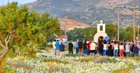Πλήθος κόσμου στο πανηγύρι της Παναγίας των κρίνων