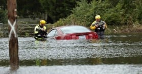 Νεκροί, πλημμύρες και καταστροφή από το πέρασμα του κυκλώνα Φλόρενς