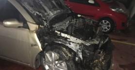 Αμάξι πήρε φωτιά μέσα στο πάρκινγκ του δήμου Χανίων (φωτο)