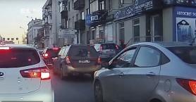 Αυτοκίνητο σαρώνει πεζούς στη Ρωσία - Σε κώμα ένα παιδί δύο ετών (βίντεο)
