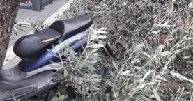 Μηχανάκι έπεσε σε δέντρο στο Ηράκλειο!
