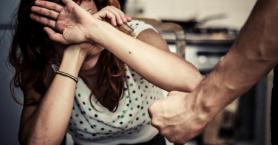 Μαχαίρωσε την γυναίκα του και μετά την πήγε νοσοκομείο