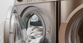 Φρικτός θάνατος για 3χρονο αγόρι: Το έκλεισε στο πλυντήριο το αδερφάκι του