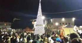 Με εκπλήξεις η φωταγώγηση του Χριστουγεννιάτικου Δέντρου στο Γάζι!